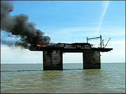 http://www.gulbekian.plus.com/images/_41805344_sealand_fire203.jpg